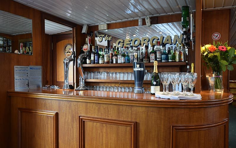 Bar and drink for your event on the thames